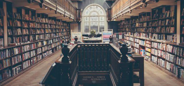 Fikejs - library-869061_1920.jpg