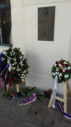 Gunkova - pamatnik-letcu-venec.jpg